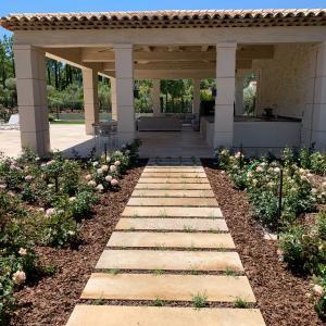 Finition de sol avec dalles ardoises