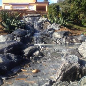 Réalisation de ruisseau avec cascades