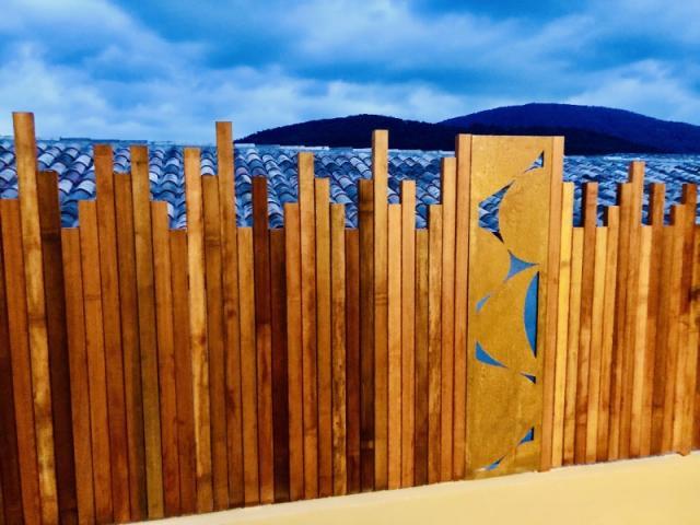 Ecran en bois avec aménagement de l'espace